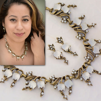 Vintage Satin Glass Tulips Necklace