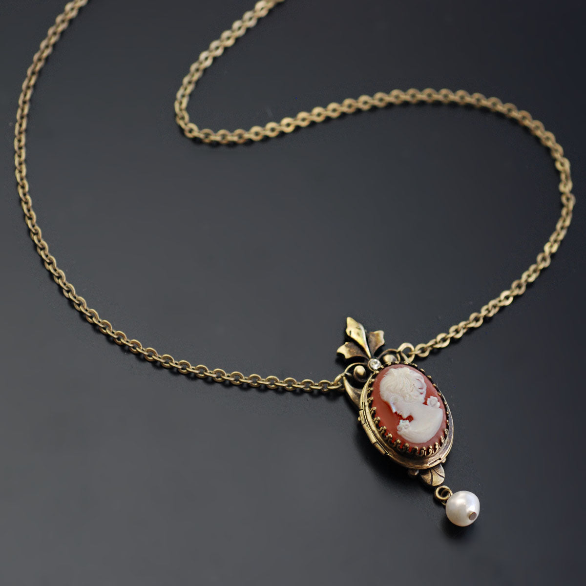 Victoria Cameo Locket Necklace N1581
