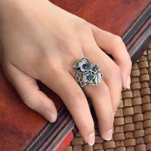 Load image into Gallery viewer, Forget Me Not Flower Ring R540