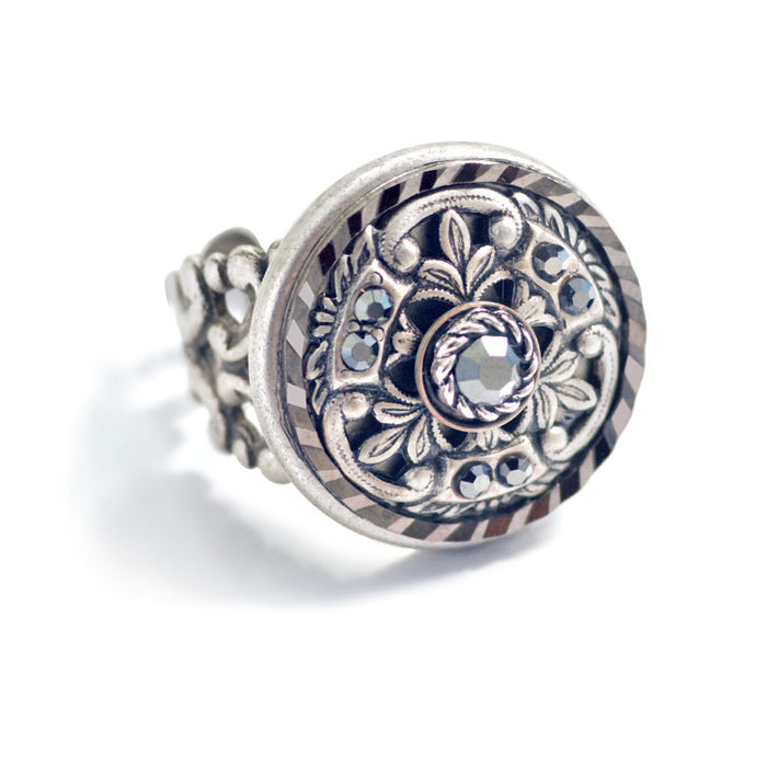 Window Medallion Ring R551