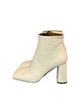 Load image into Gallery viewer, Elegant soft Leather boot. Cream