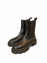 Load image into Gallery viewer, Leather boot with rubber sole
