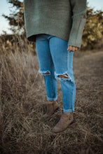 Load image into Gallery viewer, The Willa Boyfriend Jeans