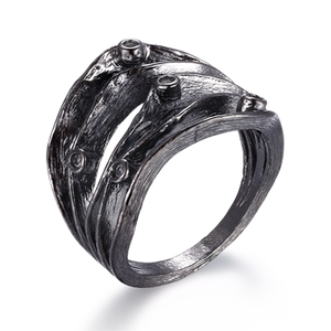 The deeper beauty ring i oxiderat silver