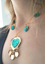 Load image into Gallery viewer, Shimmery ocean necklace