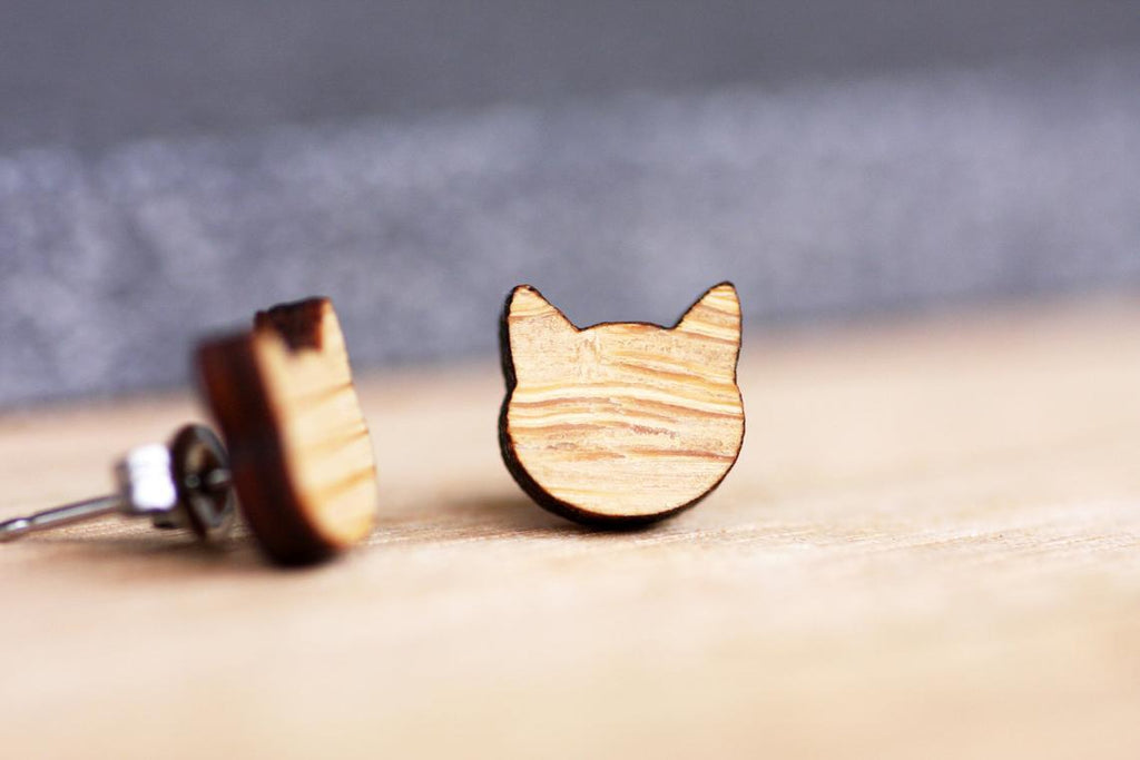 Cat Face Stud Earrings - Bamboo