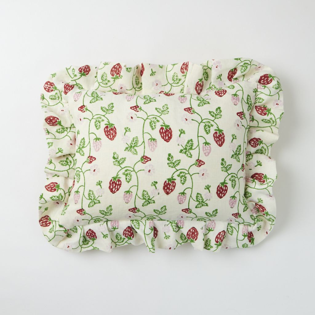 Frill Cushion - Strawberry - Grass - 30 x 40 cm