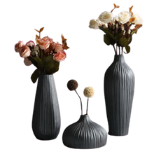 Load image into Gallery viewer, OMBRE NOIRE - Black ceramic vase