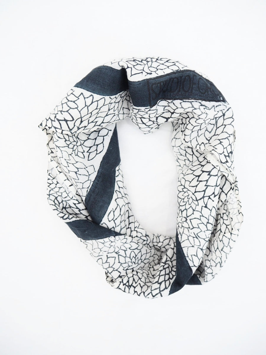 MIDNIGHT TUBEROUS SCARF
