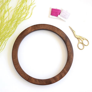 Walnut circle embroidery frame (slim)