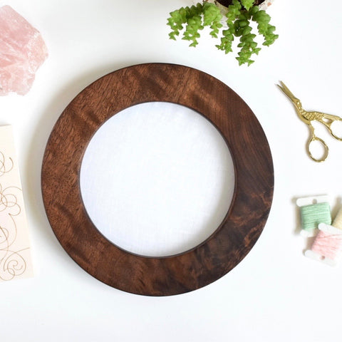 Walnut circle embroidery frame (wide)