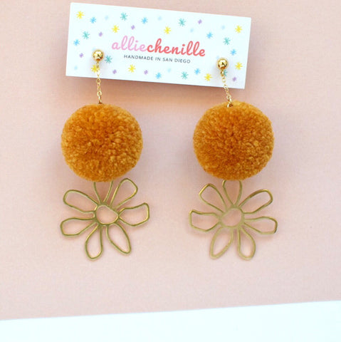 Flower charm pom pom earrings