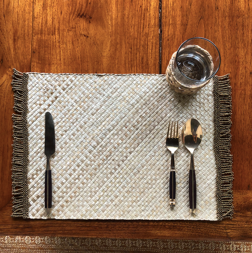 Set of 6 neutral placemats with gold beads