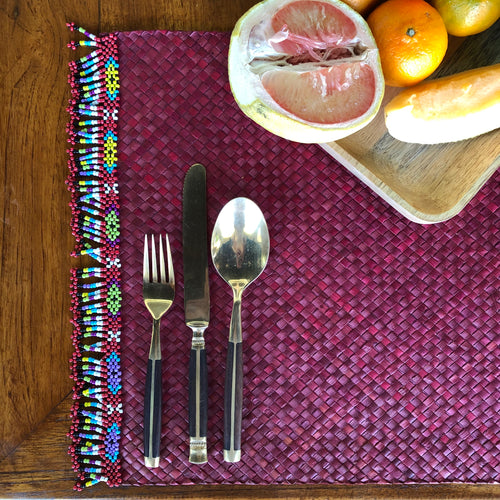 Set of 6 red placemats with beads