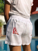 Charger l'image dans la galerie, White coral shorts with red embroidery