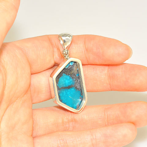 Sterling Silver 20-Carat Turquoise Pendant