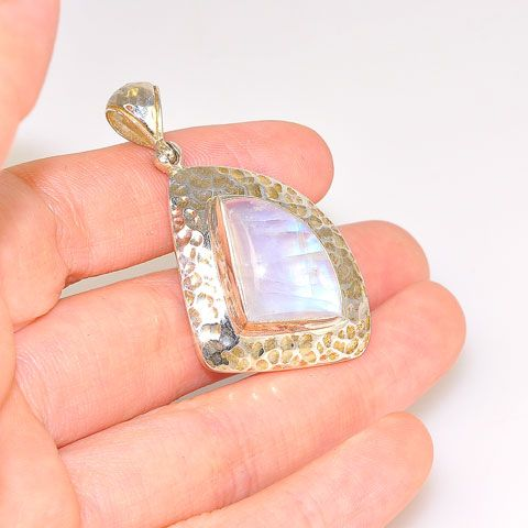 Sterling Silver 13.5-Carat Moonstone Pendant