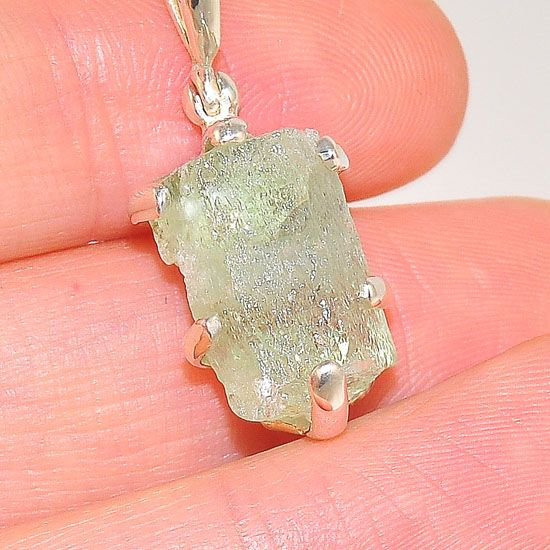 Sterling Silver 10.8 Carats Aquamarine Crystal Delicate Pendant