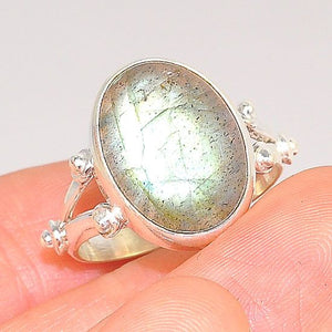 Sterling Silver India Labradorite Delicate Oval Ring (Size 7.5)