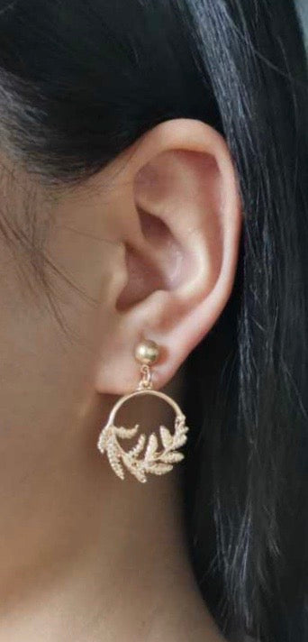 ALLISON ROSE ATELIER - Worn Gold Stud Leaf Hoop Earrings