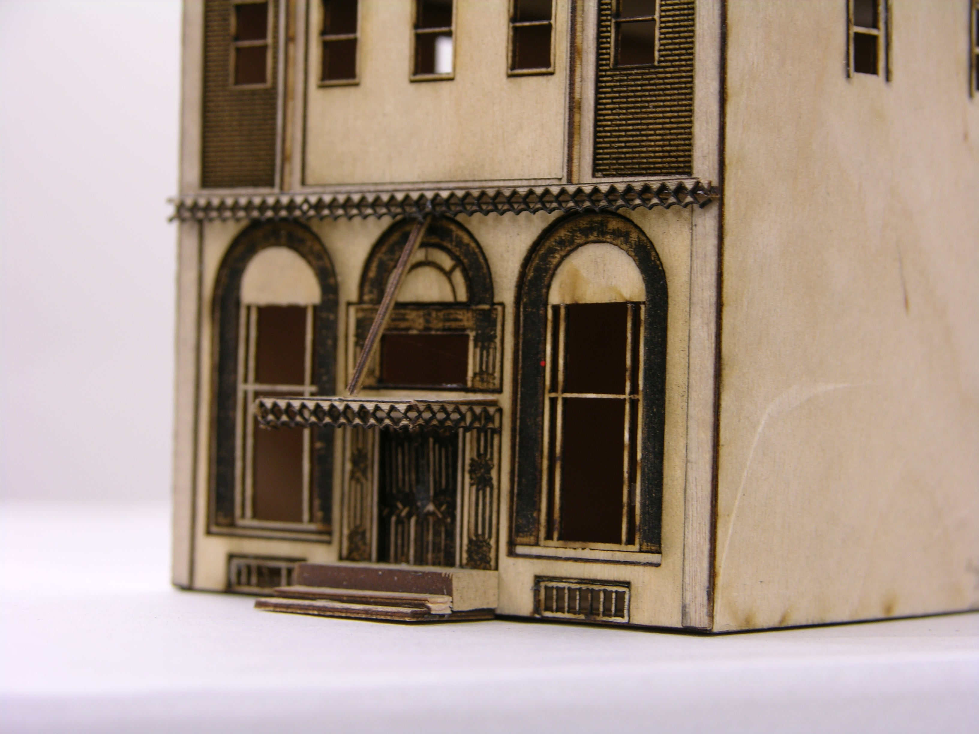 N scale Sherwood Apartment Building - ITLA