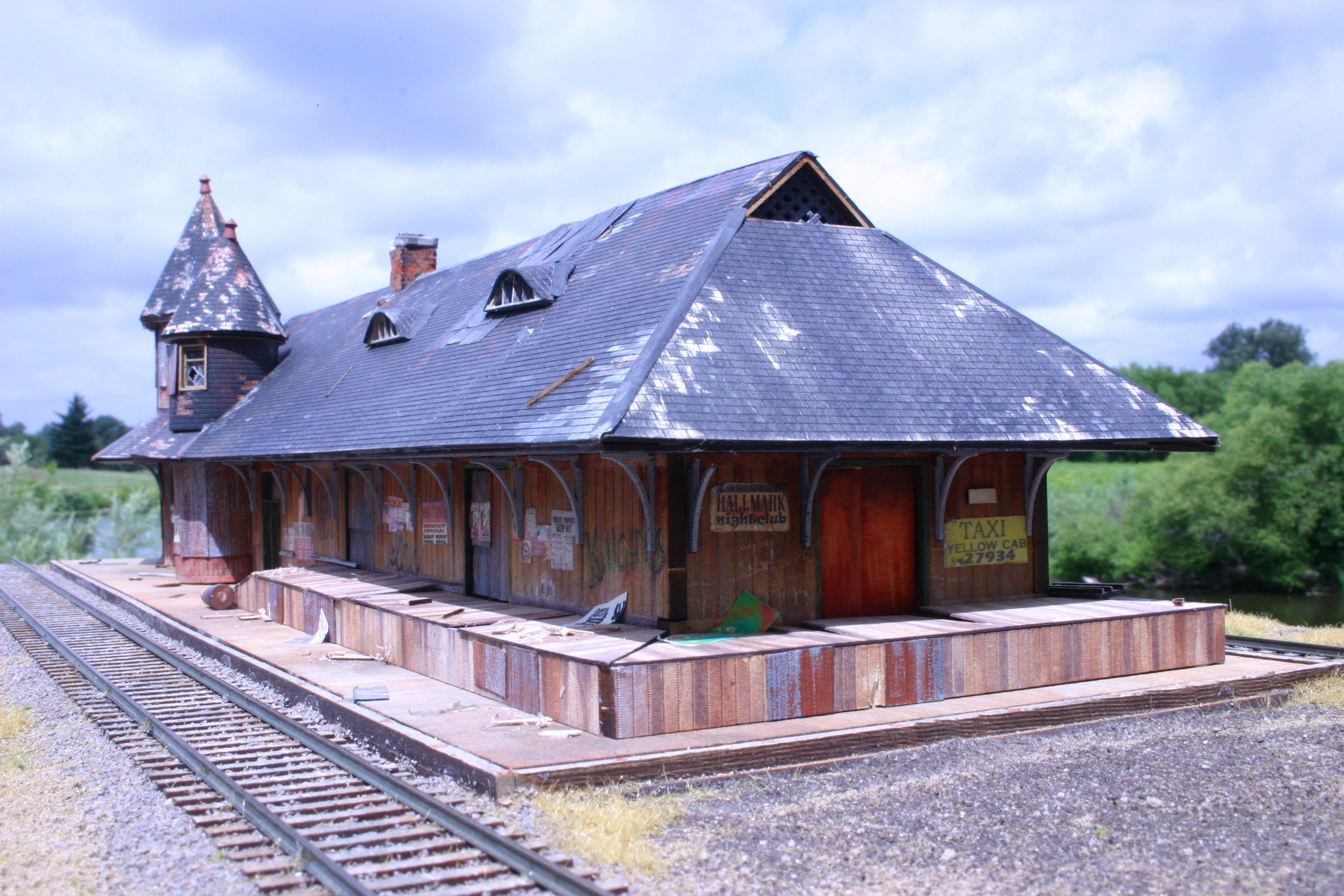 Custom Built - Grimsby Station - Derelict version - ITLA