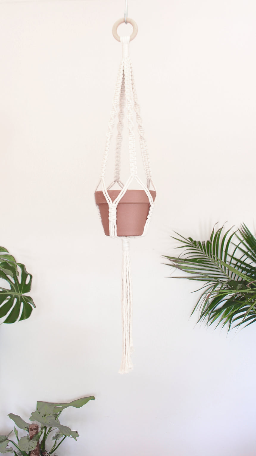 Macrame pot holder - classic