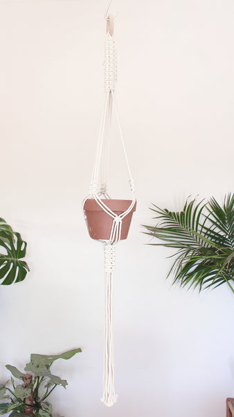 Macrame pot holder - minimalist