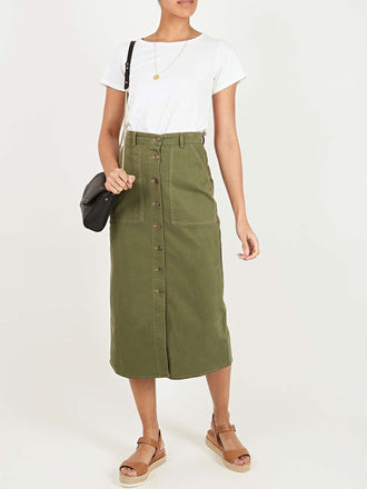 color:Khaki