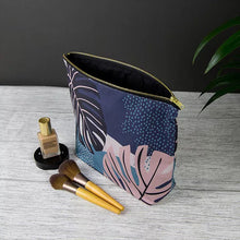 Load image into Gallery viewer, Keeler & Sidaway Luxury Wash Bag - Shop at the Old Fire Station