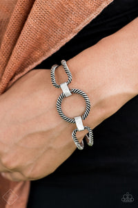 Desert Cat - Silver Bar Bracelet - The Paparazzi Fox