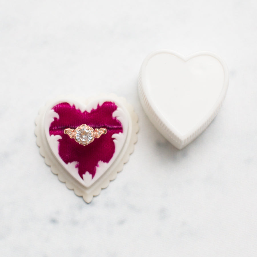 Antique Heart Shaped Ring Box - thestylingmat