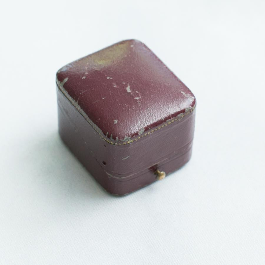 Leather and Velvet Vintage Ring Box - thestylingmat