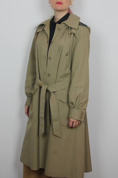 Bottom Line hooded trench