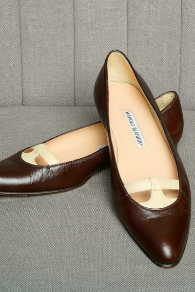 MANOLO BLAHNIK LEATHER BALLET FLATS IN BROWN