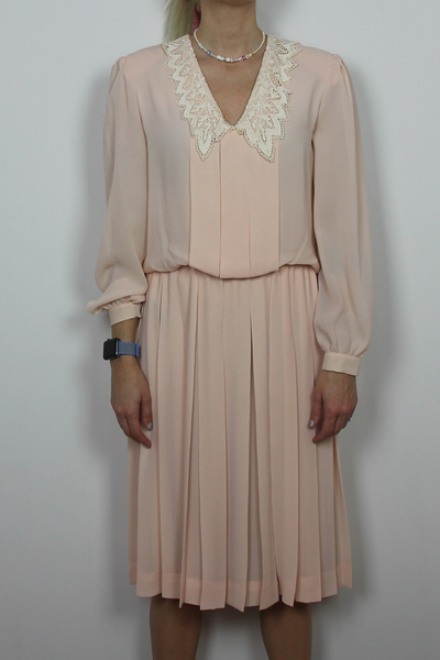 Pink long sleeve pleated dress with lace collar