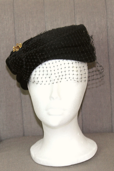 Vintage hat in black