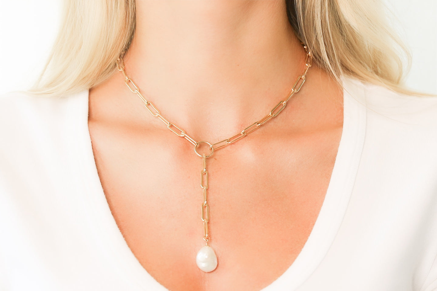 Medium Gold Oval Link Chain Lariat Necklace + White Freshwater Pearl