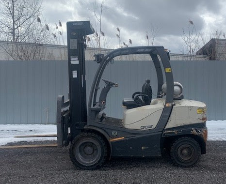 2011 CROWN C5 5000 LB LPG FORKLIFT PNEUMATIC 3 STAGE MAST ONLY 1463 HOURS