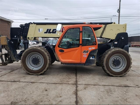 2019 JLG 1055 10000LB ENCLOSED CAB TELESCOPIC TELEHANDLER 4WD