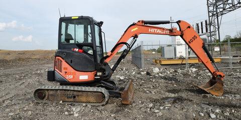 2011 HITACHI ZX35U-3 ENCLOSED CAB W/ BLADE 3,974 HOURS