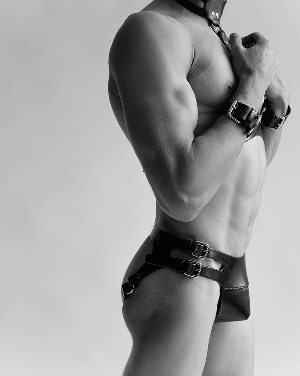 man leather panties