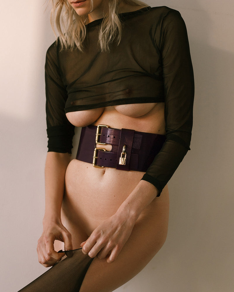 Anoeses violet leather belt on a model