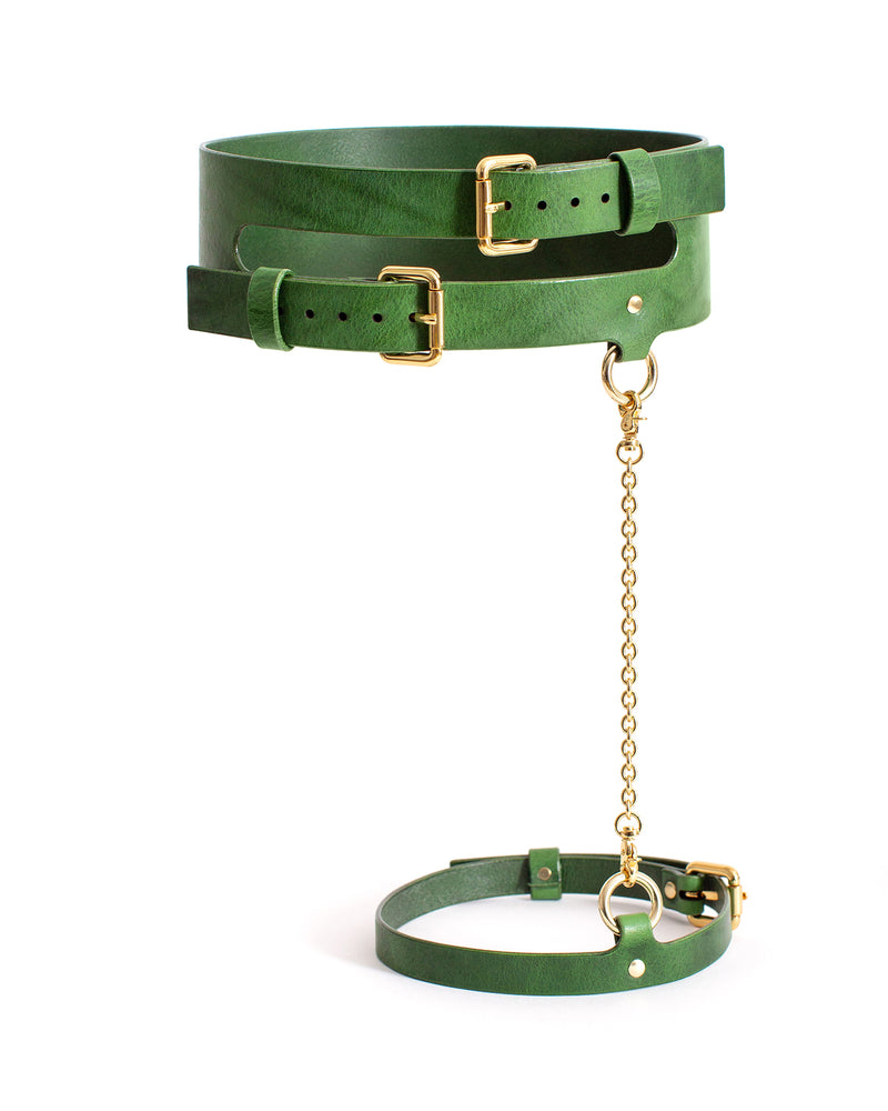 Anoeses green leather belt with a chain