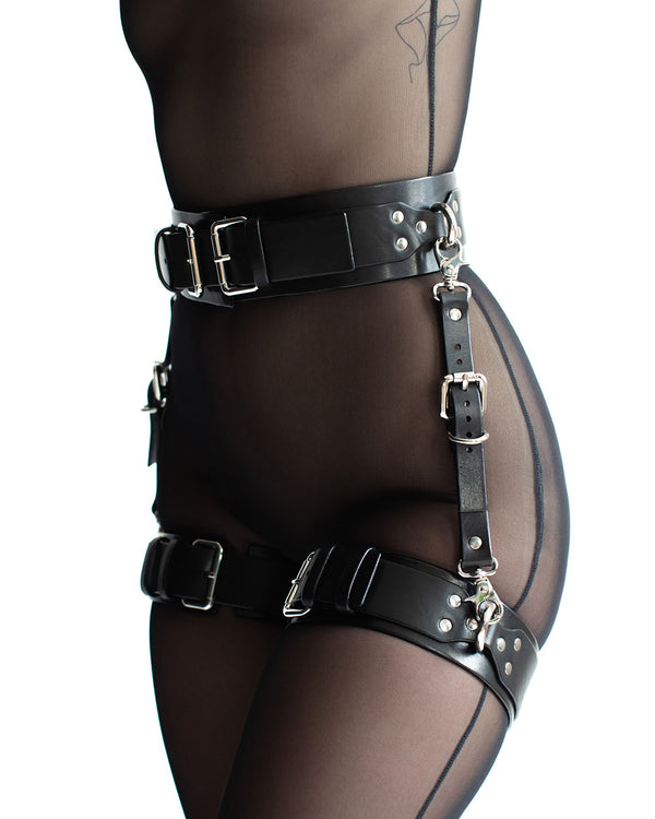 "Set with Garters ""UNO"" Black"