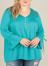 Load image into Gallery viewer, Jade 3Q Sleeve Lace Neckline