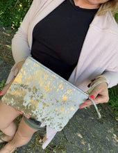 Load image into Gallery viewer, Victoria Gold Clutch