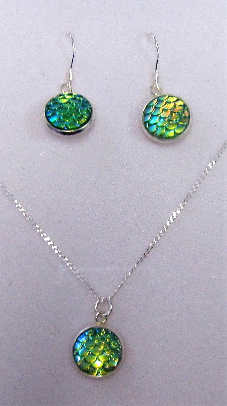 Handcrafted 925 sterling silver green necklace and earring set