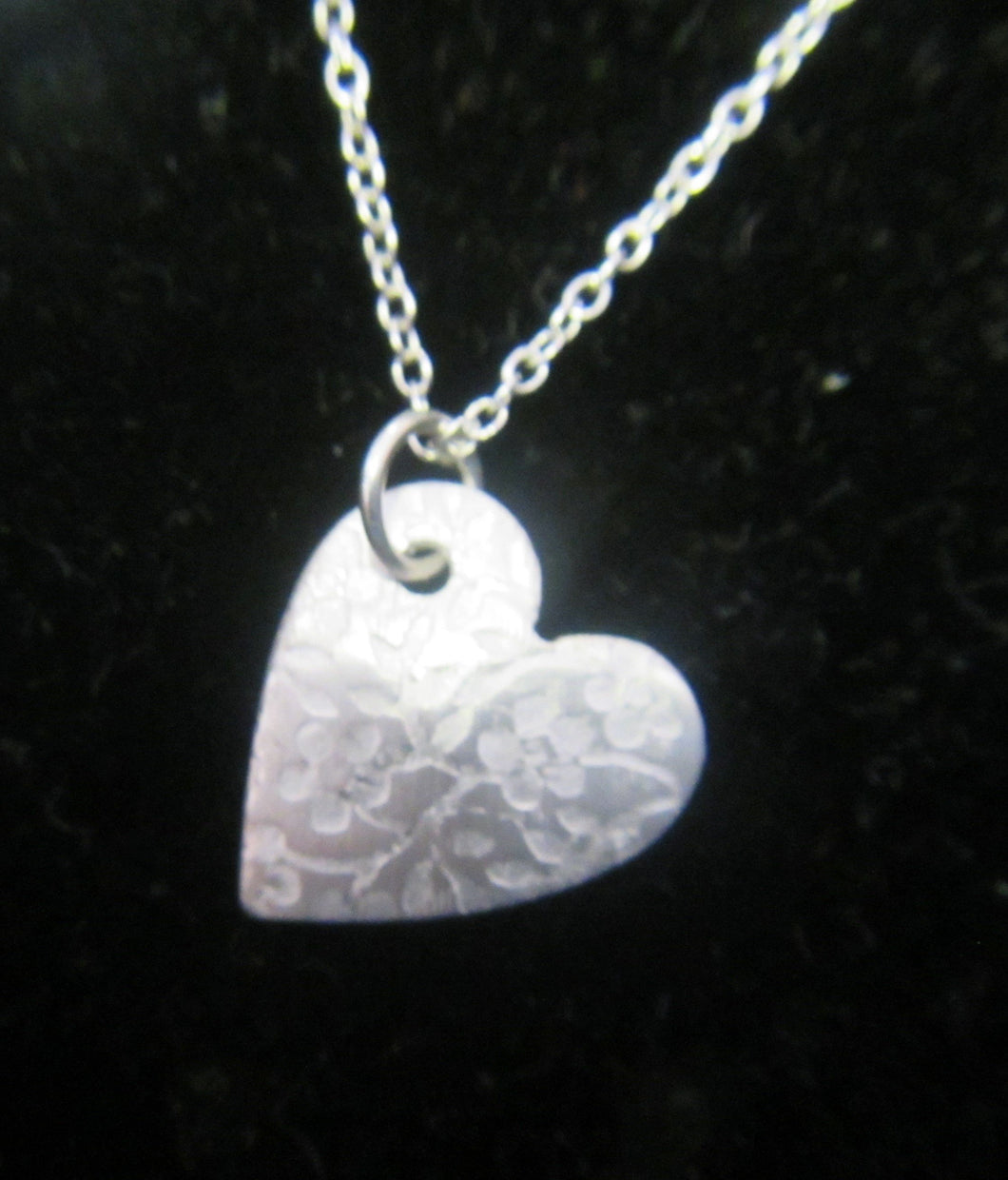 Handcrafted silver heart patterned pendant with 925 Silver necklace