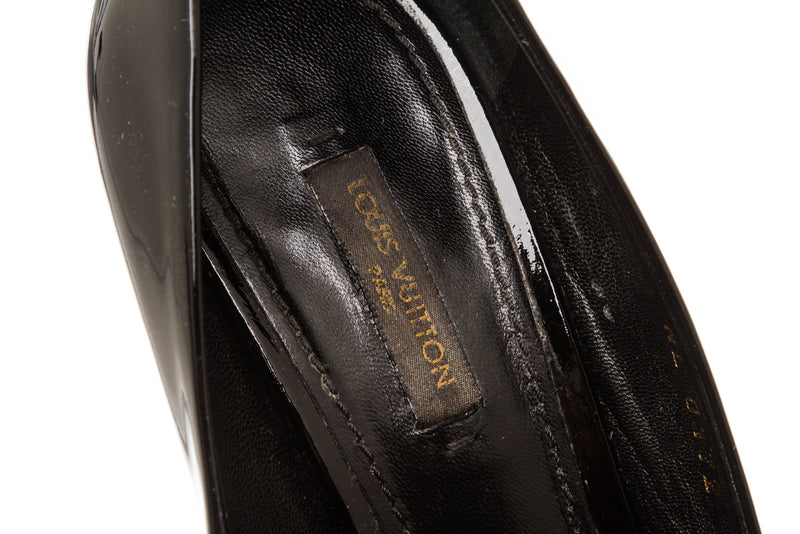 Louis Vuitton Black Patent 'Oh Really' Peep-Toe Pump (Size 37.5)